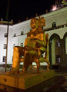 Diktator Niyazov, vergoldet im ganzen Land